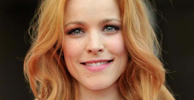 """Entre rubia, castaña y colorada: conocé el """"strawberry bronde"""" que usan las celebridades"""