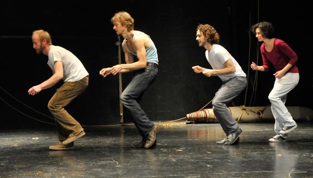Los bailarines del proyecto 'A distancia' se presentan en el Teatro del Libertador.