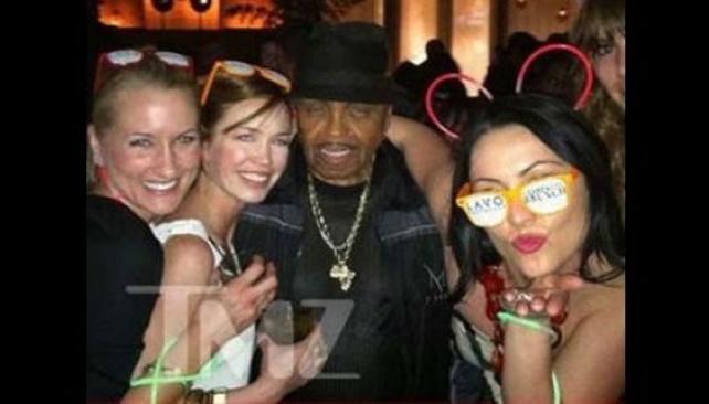 Joseph Jackson se divirtió en su fiesta de cumpleaños (imagen: TMZ.com)