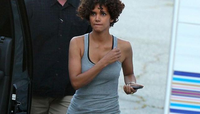 """Halle Berry en el set durante la filmación de """"The Hive"""""""