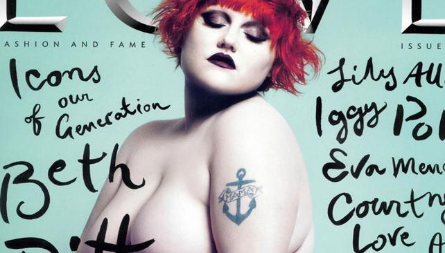 ÍCONO. Beth Ditto pesa más de 100 kilos y suele animar strip teases durante los shows de Gossip, su banda.