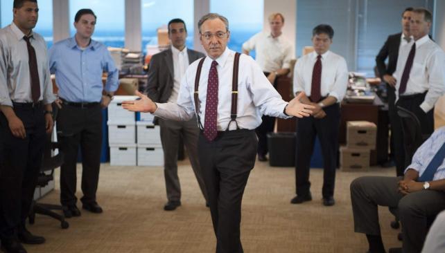 Kevin Spacey interpreta a Sam y encabeza el elenco de esta película sobre las internas de una compañía de Wall Street a punto de colapsar.