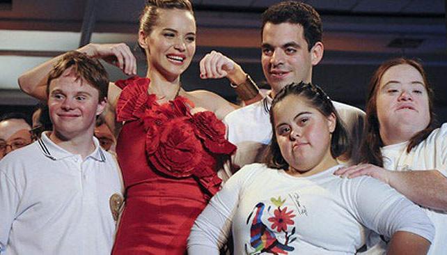 Luz Cipriota, rodeada por los chicos de ASDRA.