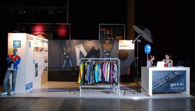 TRES TIRAS. El showroom de Adidas Originals, presentando la última colección del diseñador Jeremy Scott para la marca alemana