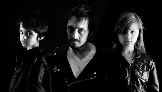 Korben, Dicken y Milah Schrader.