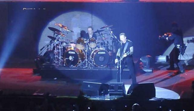 METAL MAGNÉTICO.  Metallica hizo delirar a 10 mil fans en el Orfeo (Foto: Ariel Carreras).