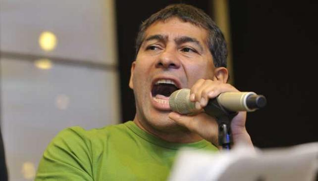 LA PEPA. El cantante de La Barra se prueba en el teatro de revista.