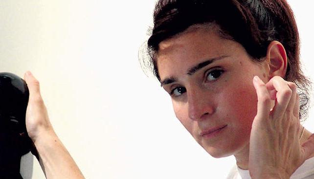 """Valeria Bertuccelli protagoniza """"Viudas"""", que estrena mañana. La actriz habla de su trabajo con Graciela Borges y sale al cruce de la polémica con Repetto."""