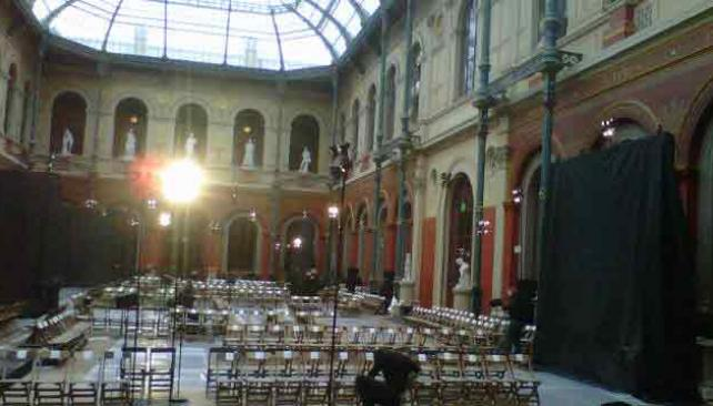 MAGNIFIQUE. El palacio Académie des Beaux-Arts, en París, lugar del desfile de Hermès (Foto Twitter Dafne Cejas)