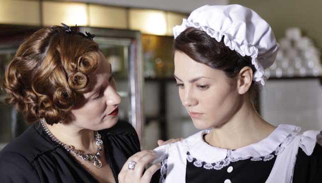 """ACTRICES DE """"EDÉN"""". Viviana Suraniti es la sra. Herzig y Sandra Creolani es Leyna."""