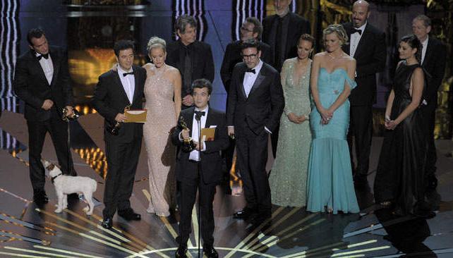 """El elenco y productores de """"El artista"""" recibiendo el máximo galardón."""