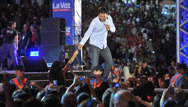 JORGE ROJAS. El cantante salteño fue la atracción de la segunda noche. Fotos: Facundo Luque/La Voz.