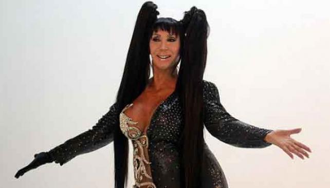 CON USTEDES, MORIA CASAN. Otra que exprime a full su vestuario. Una peluca, mucho brillo, fácil e ideal para festejar Halloween
