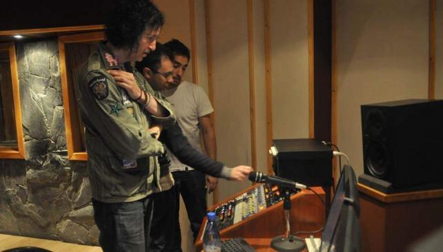 Gordon Raphael ya trabaja en Córdoba junto a Paris Paris Musique, ganadores del ciclo Vivo en VOS.