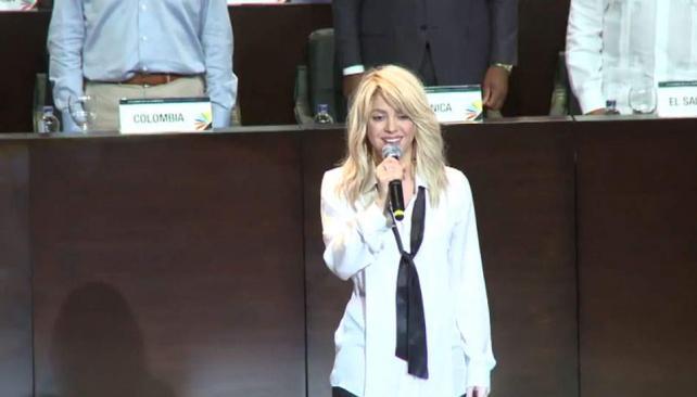Ups. Así no era. Shakira se equivocó la letra del himno.