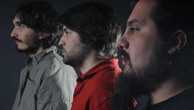 Fabricio Moras, Pablo González y Sebastián Teves posan con su mejor perfil. Sur Oculto vuelve a despeinar. Esta vez, con un disco epónimo.