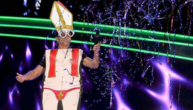 Alís se aninmó a hacer chistes con el Papa Francisco.