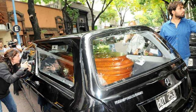 Sepultaron los restos de fabi n rodr guez en un cementerio for Cementerio jardin de paz pilar
