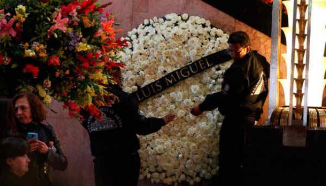 Bellas Artes permanece abierto toda la noche para homenaje a Juan Gabriel