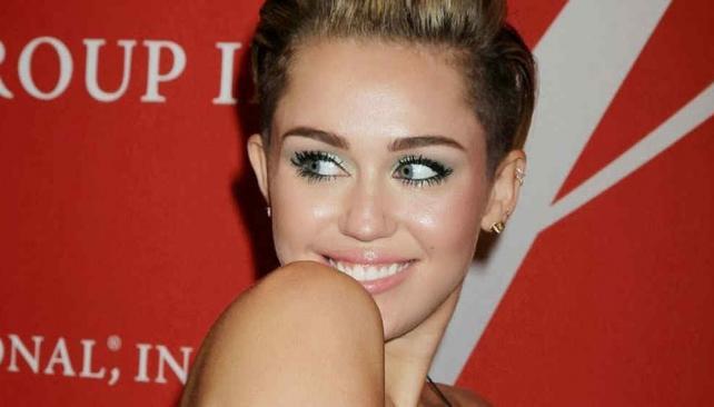 De Marzo La Revista W Protagonizada Por Miley Cyrus Se Filtr En