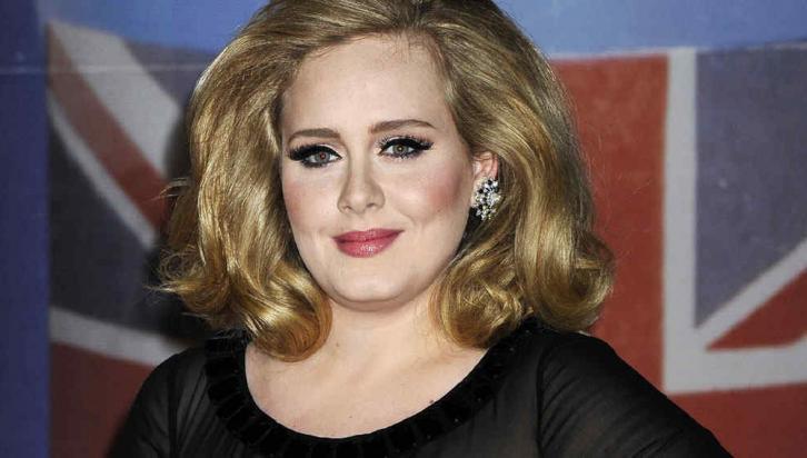 Adele tiene 25 años.