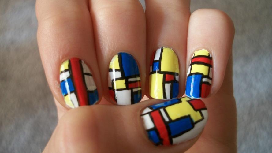 Tendencia en manicura: figuras geométricas en las uñas