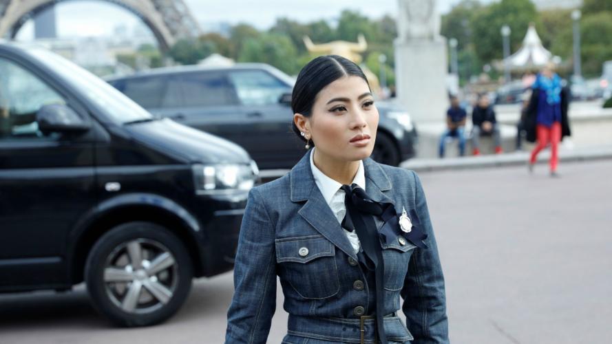 Mujeres con traje: una moda recurrente en las calles de París
