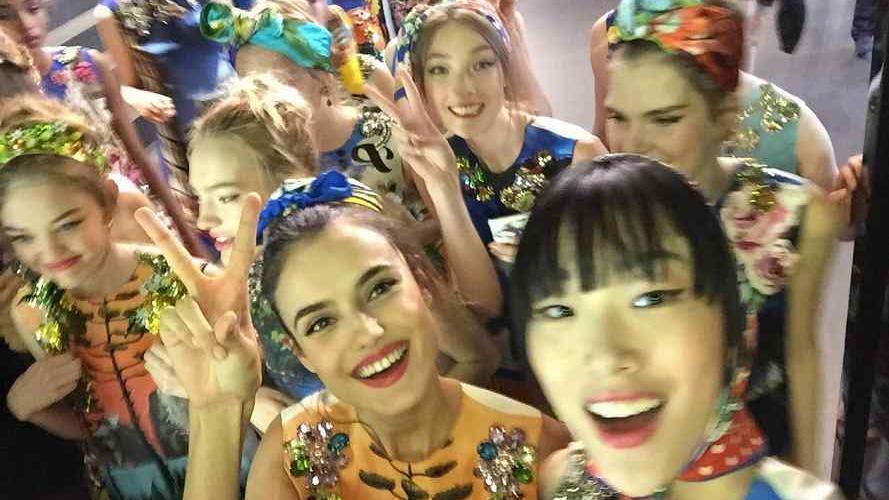 Dolce & Gabbana se lució con selfies sobre pasarela