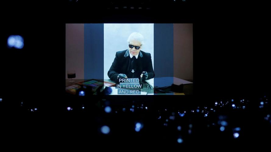 Fendi y un sentido homenaje a Karl Lagerfeld en la pasarela