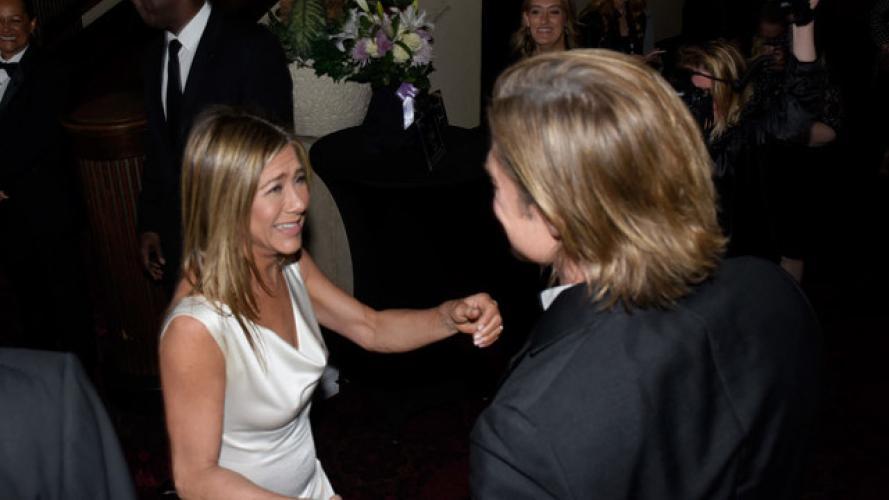 Jennifer Aniston sigue dando qué hablar (pero no por su saludo a Brad Pitt)