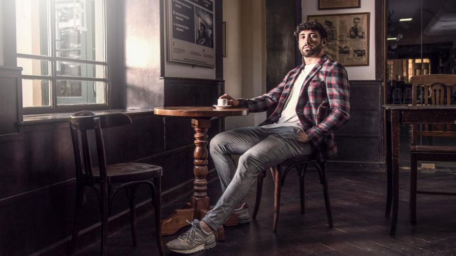 Carlos Veralli se corre de la alta costura en su nueva cápsula otoño-invierno: prendas unisex y