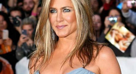 Jennifer Aniston confesó que su dieta incluye ¡beber leche materna!