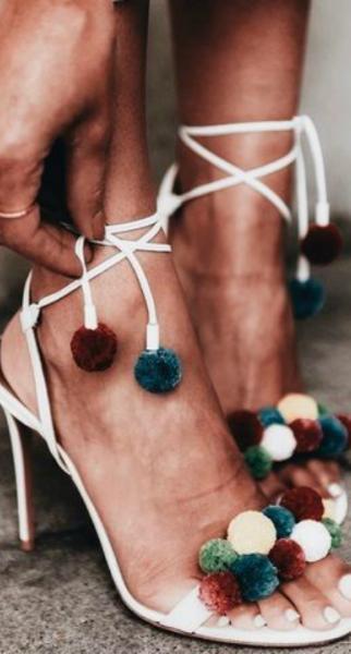 Sandalias con pompones: el hit del verano