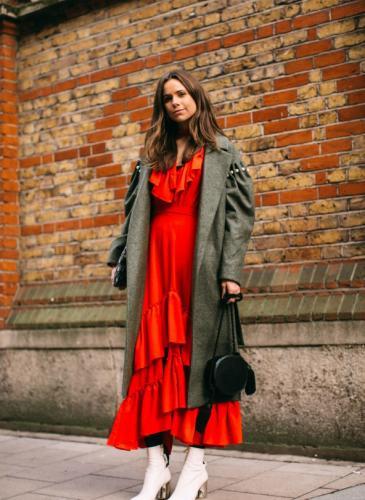 Podés vestir como una influencer: combiná el rojo como las modelos de Instagram