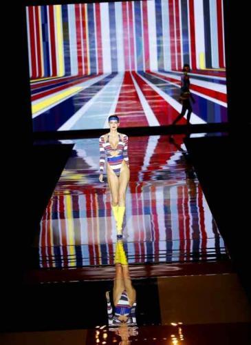 Desfile pop con un cierre llamativo en la Semana de la moda de España