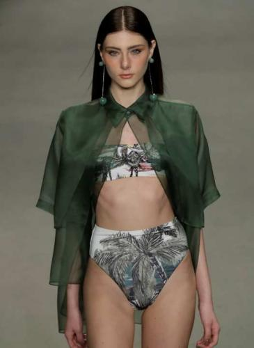 Adiós a las tangas: ahora las bikinis se usan con mangas y bombachas altas