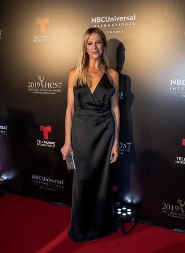 Metalizados y colores plenos en la GALA Emmy Awards 2019 de Telemundo Internacional