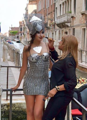 """Una cordobesa expuso sus """"vestidos-arte"""" en Venecia"""