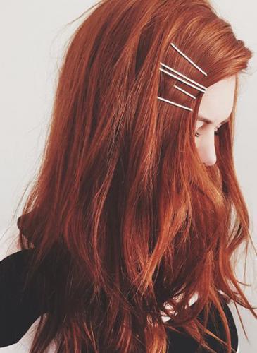 Los peinados con invisibles son tendencia