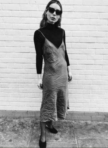 Mangas largas + vestido: la tendencia del verano, adaptada al frío