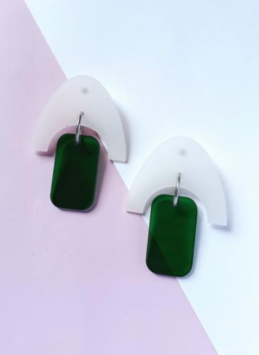 Los aros que se usan, diseñados por cordobesas que te los llevan a tu casa
