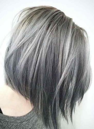 Algunas cordobesas ya lo usan: ¿vos te animás teñirte el pelo como si fueran canas?