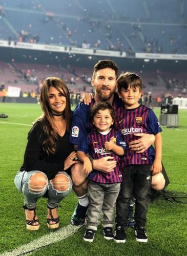 Todos quieren saber si Antonela usó las sandalias que serían cábala para Messi