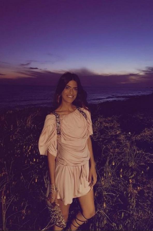 Moderno Vestirse Para La Fiesta En La Playa Bosquejo - Vestido de ...